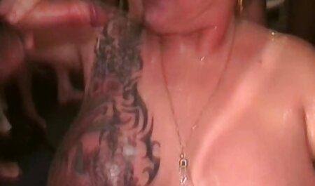 Vollbusige Rothaarige gratis deutsche handy pornos in einem Club