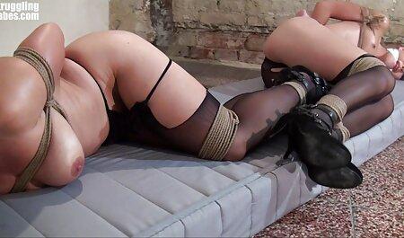Eine schöne Frau in deutsche amateur ponos der Webcam zeigt, wie sie Freude macht