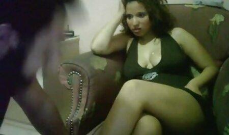 Sexy Brünette mit einem schönen runden Arsch und freier sexfilm Titten zeigt ihre geöffnete Muschi