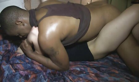 Eine italienische Frau, deutsche hardcore pornos gratis die für Kerl masturbiert
